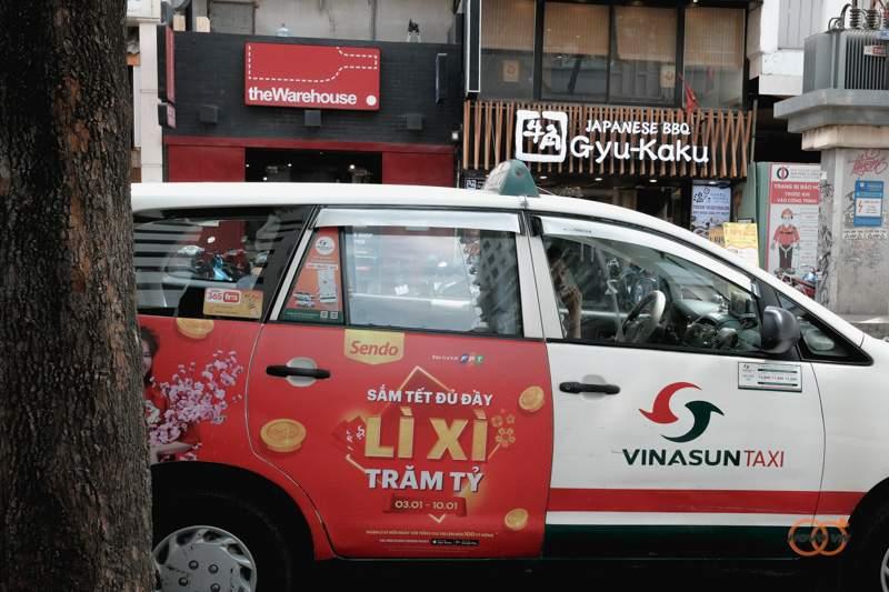 quang-cao-tren-xe-taxi