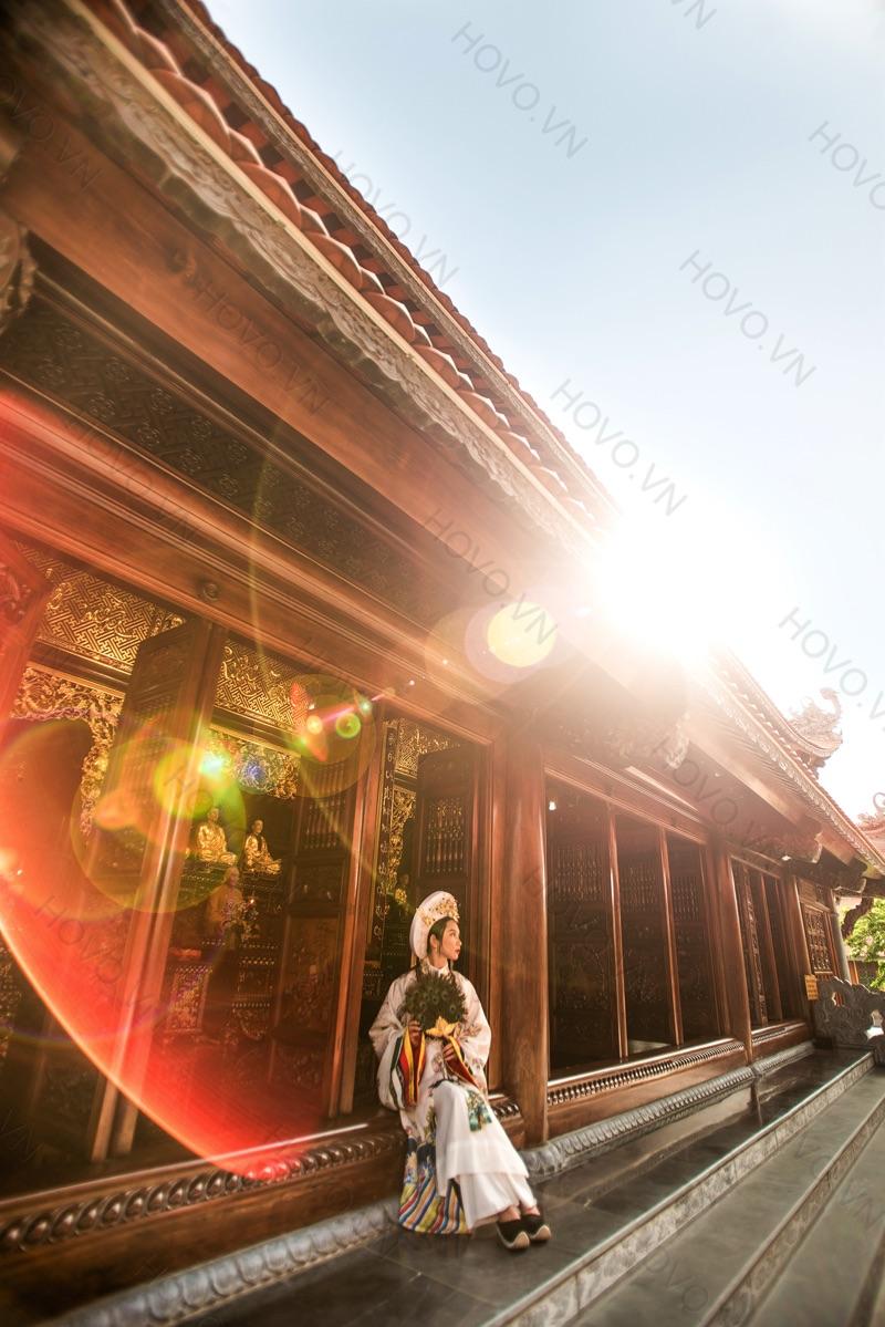 chụp cổ trang tại chùa